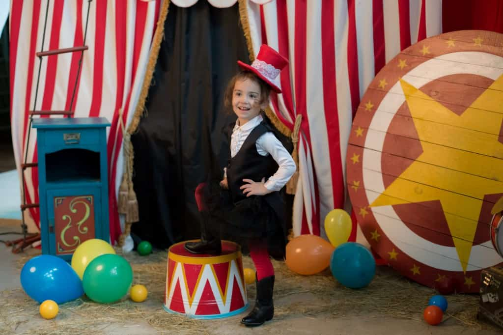 Kind oefent in circus